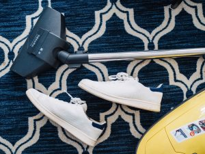 Make sure to vacuum-clean when preparing for transporting a large-area rug