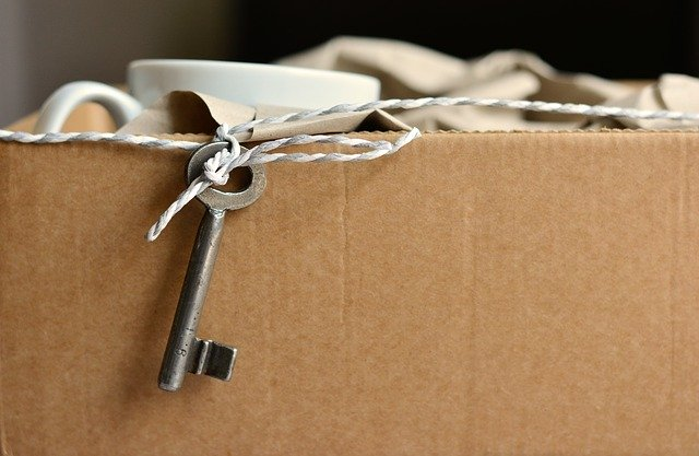 Cardboard box with a teacup and a key