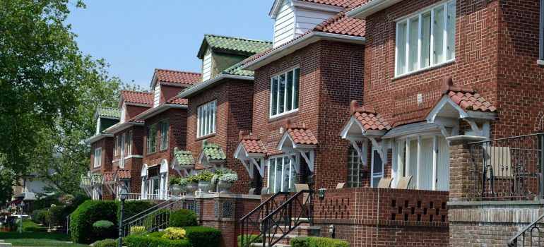 red brick houses next to eachother that provide privacy for those leaving the city for the suburbs