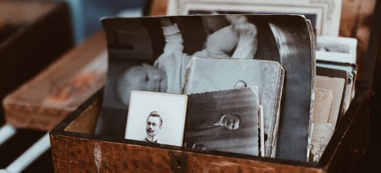 don't leave photos in the boxes when you pack photographs for your Baltimore relocation